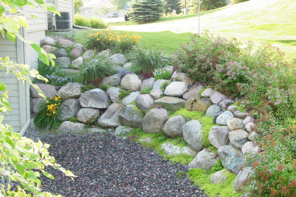 boulder retainting wall in Minneapolis